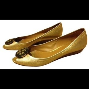 TORY BURCH GOLD PEEP TOE WEDGE SIZE 8.0